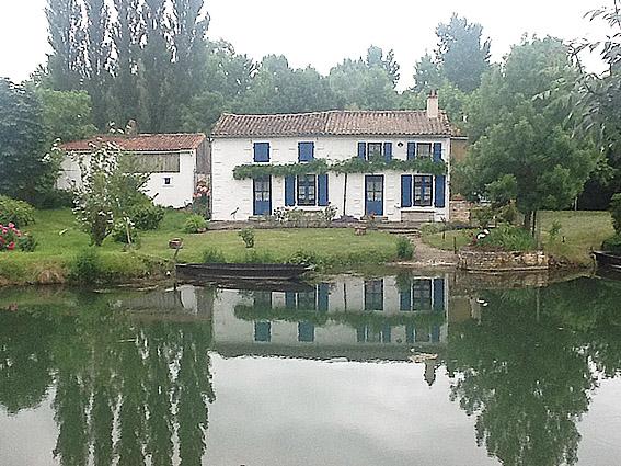 La-maison-bleu-marais-poitevin
